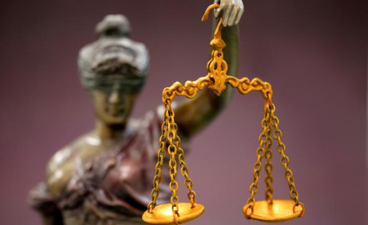 オンラインカジノ法律天秤